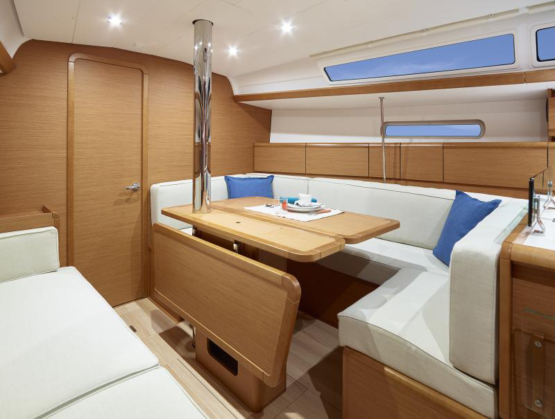 Sailing Monohull Charter Key West Interior
